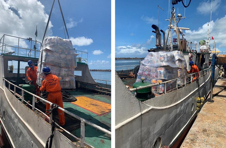 Transporte das cestas para embarcação.